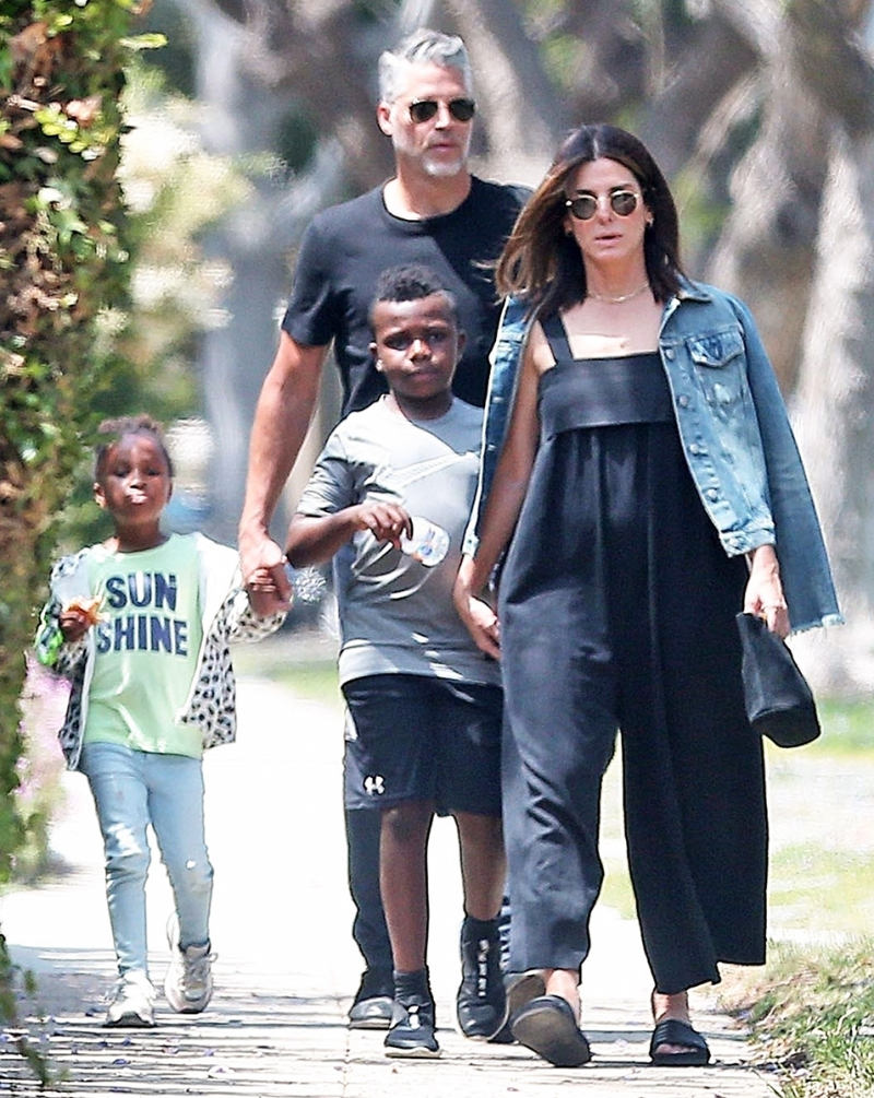 Sandra Bullock take Her Kids to a party in L A  before new