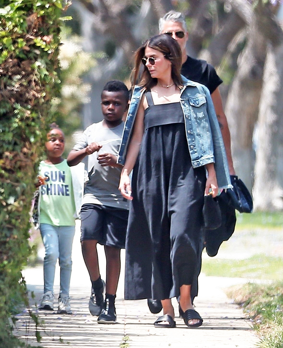 Sandra Bullock and Bryan Randall Walk With Kids to Party: Photos