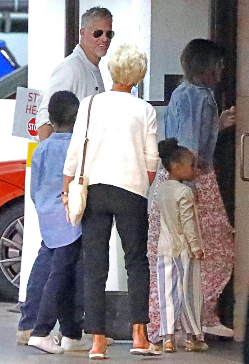 BACKGRID -- DO NOT REUSE ($20 pp) Sandra Bullock Bryan Randall Sunday Soho House