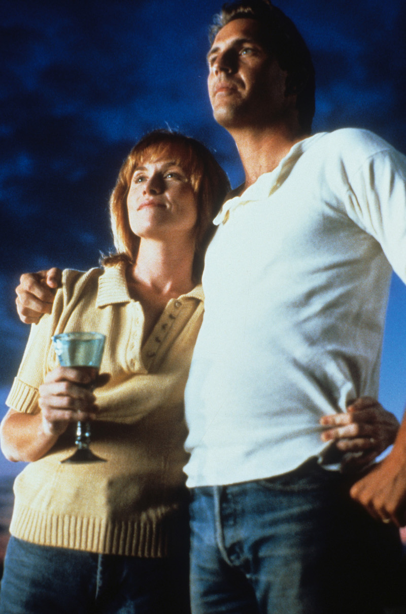 Amy Madigan and Kevin Costner in 'Field Of Dreams'
