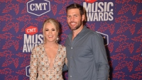 cmt-country-music-awards-red-carpet-carrie-underwood-mike-fisher.