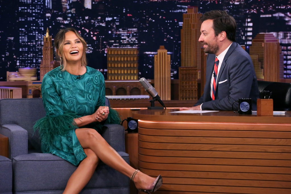 chrissy-teigen-had-to-go-to-hospital-after-filming-hot-ones