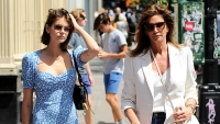 cindy-crawford-daughter-kaia-gerber-out-and-about-in-nyc