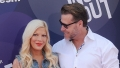 dean-mcdermott-gushes-over-super-hot-wife-tori-spelling