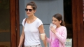 katie-holmes-suri-cruise-dessert-treats-new-york-city-outing