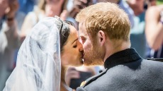 meghan-harry-kiss