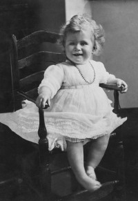 queen-elizabeth-birthday-portraits-1927