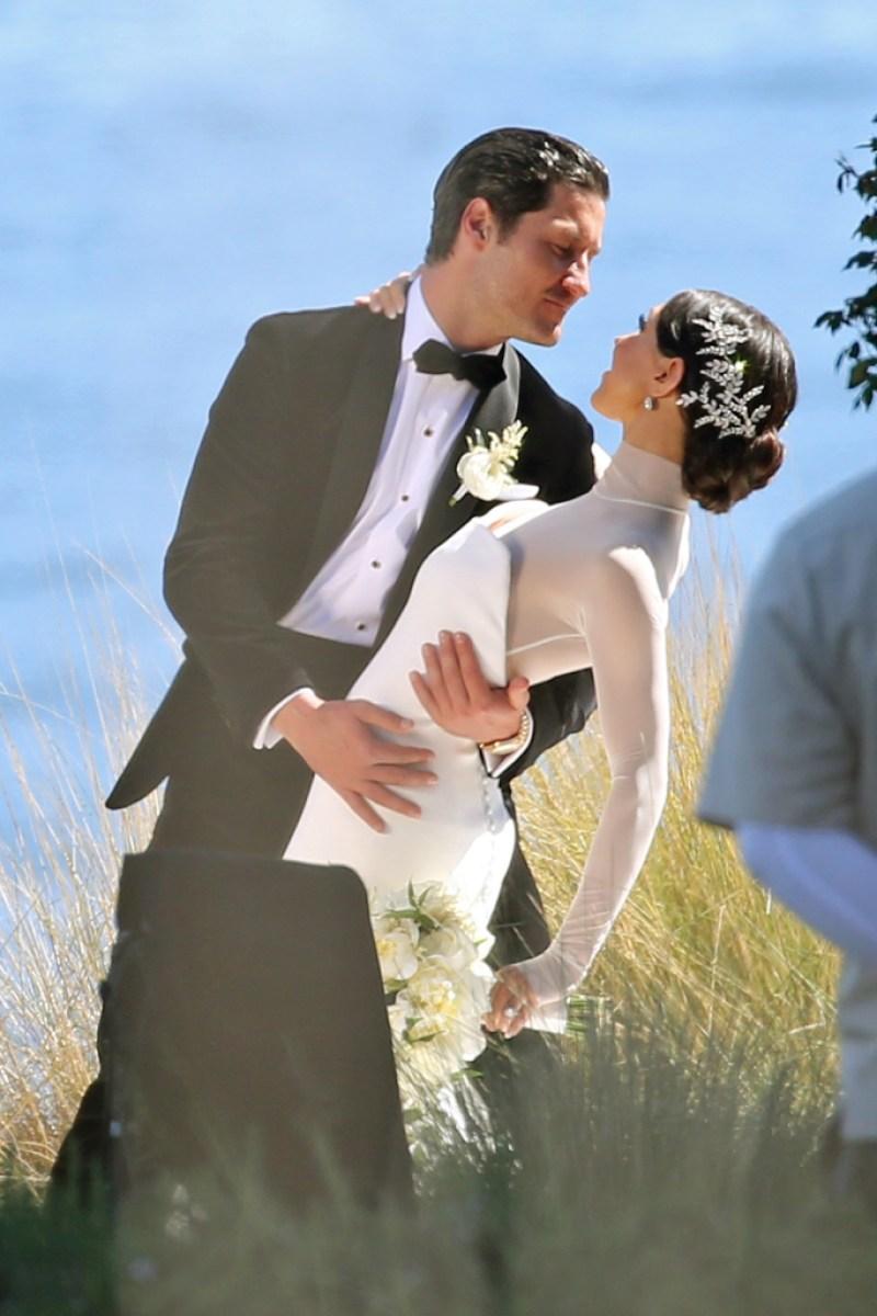 Val-Chmerkovskiy-Jenna-Johnson-second-wedding-ceremon