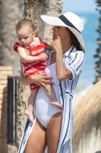 eva-longoria-jose-baston-baby-santiago-beach-marbella-vacation-spain
