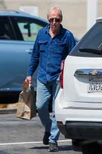 paul-hogan-spotted-shopping-whole-foods-los-angeles7