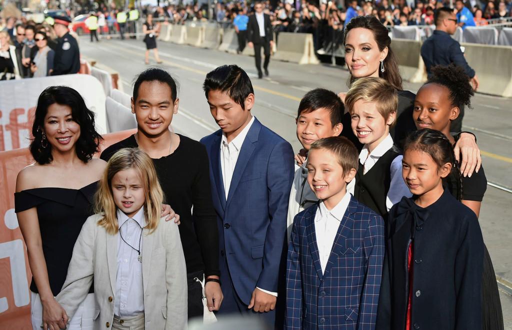 Angelina-Jolie-Prouder-Sons-2
