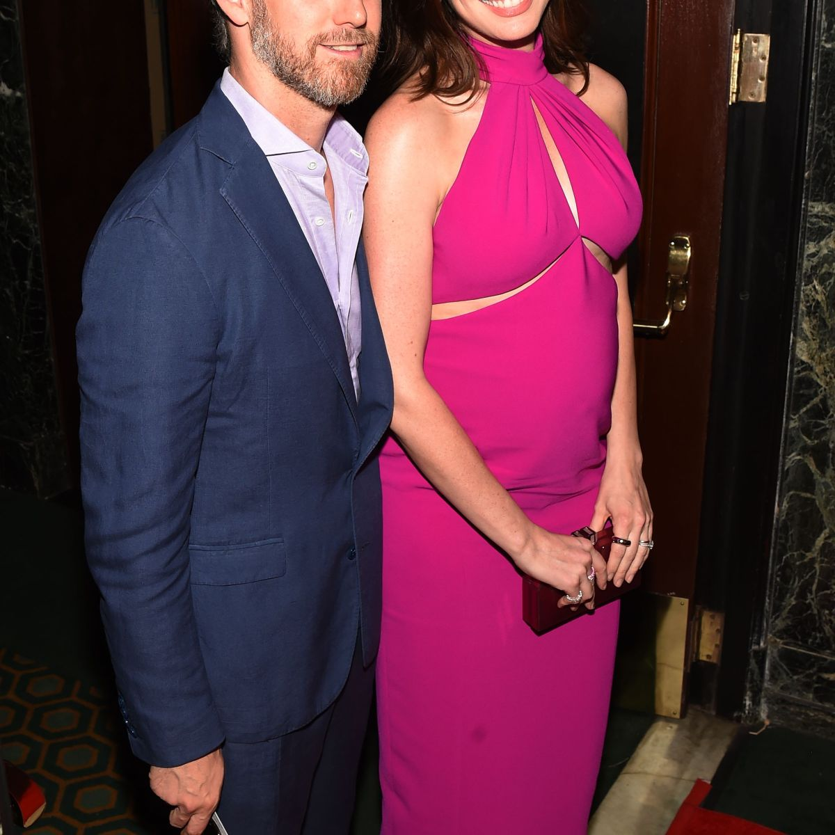 Anne Hathaway Gown: Flipboard: Anne Hathaway Debuts Baby Bump On Red Carpet
