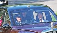 kate-middleton-queen-elizabeth-Crathie-Church-car-ride