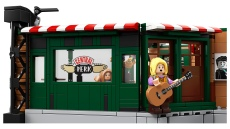 lego-friends-phoebe-in-front-of-central-perk
