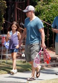 MATT DAMON AND DAUGHTER GOING TO PLAY TENNIS