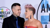 pink-shares-sweet-message-from-husband-carey-hart-while-on-tour(1)