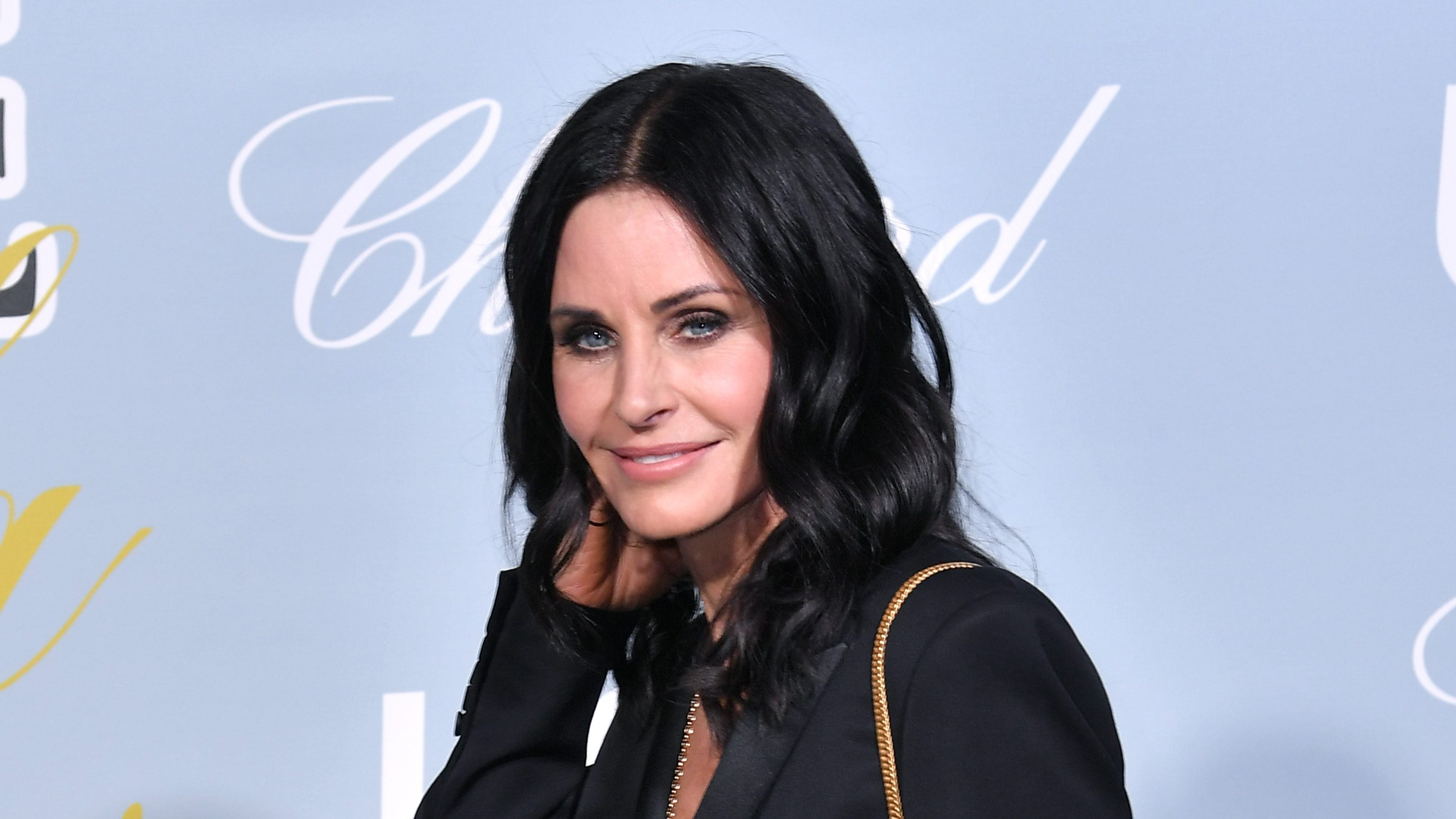Courteney Cox Debuts Her Brand New Hair — Which Feature Bangs: Check It Out!