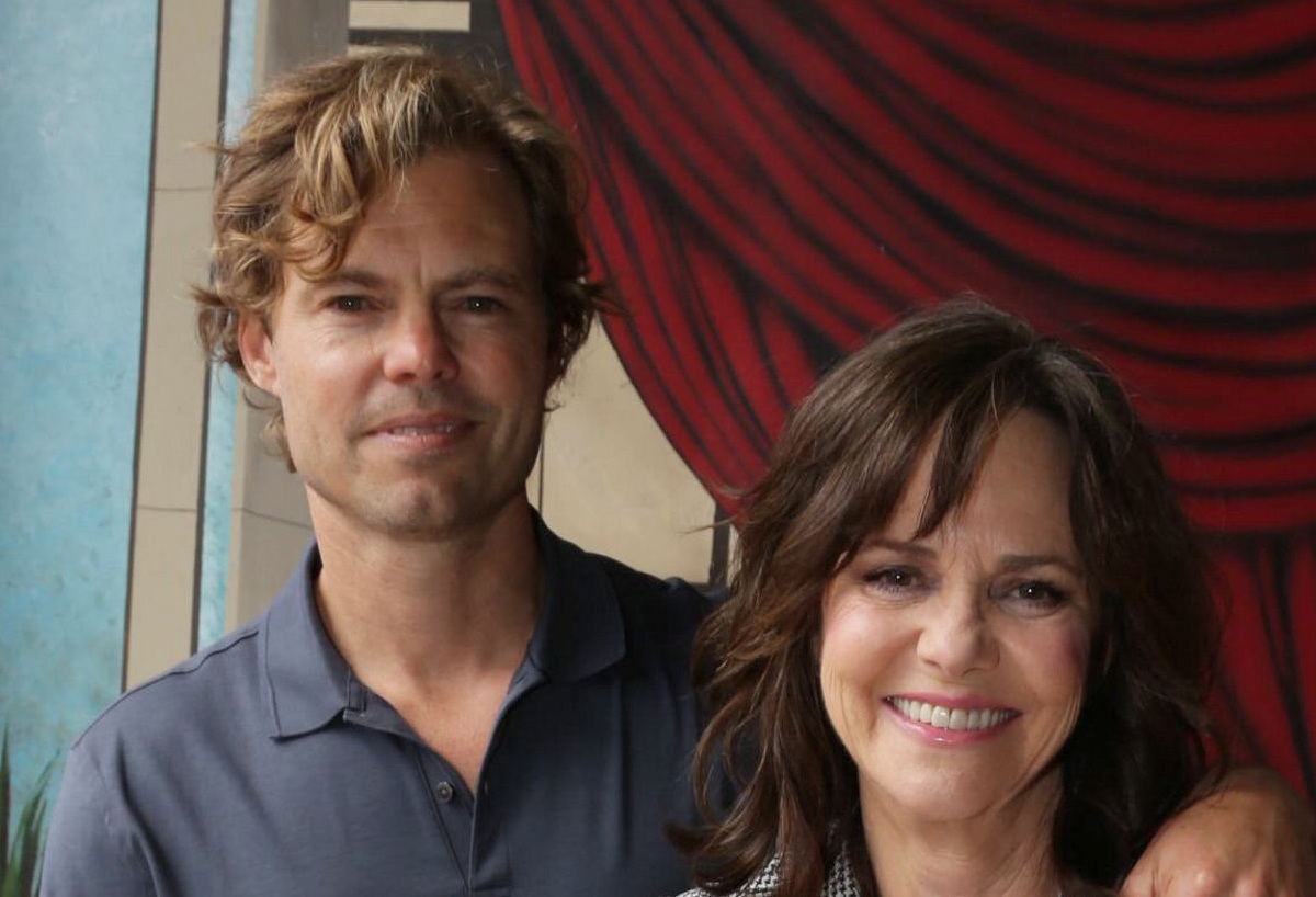 Who Are Sally Field S Kids Meet Sons Peter Eli And Samuel
