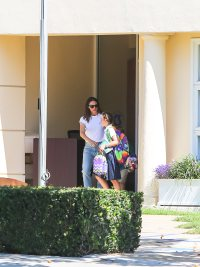 jennifer-garner-picks-up-her-kids-from-school-runs-errands-los-angeles
