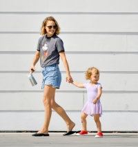 Natalie Portman takes her little Ballerina daughter Amalia to breakfast in Los Angeles
