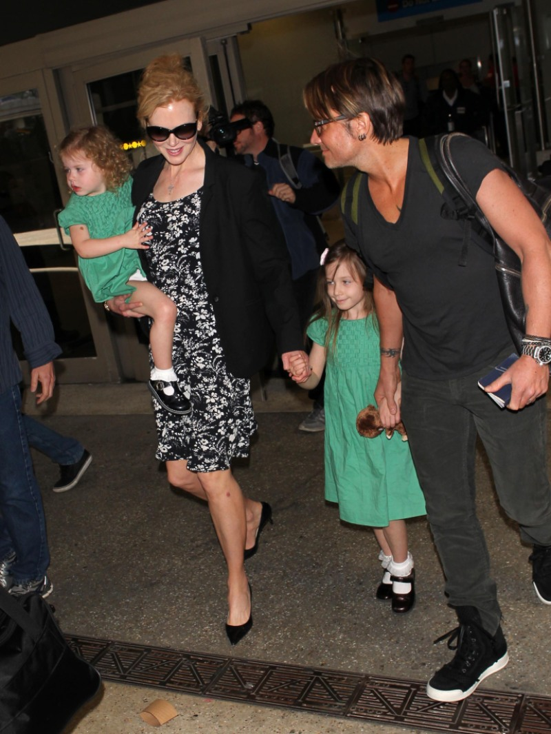 NICOLE KIDMAN AND KEITH URBAN WITH KIDS ARRIVING AT LAX