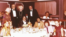 robert-reed-and-cast-of-the-brady-bunch-on-cruise-ship