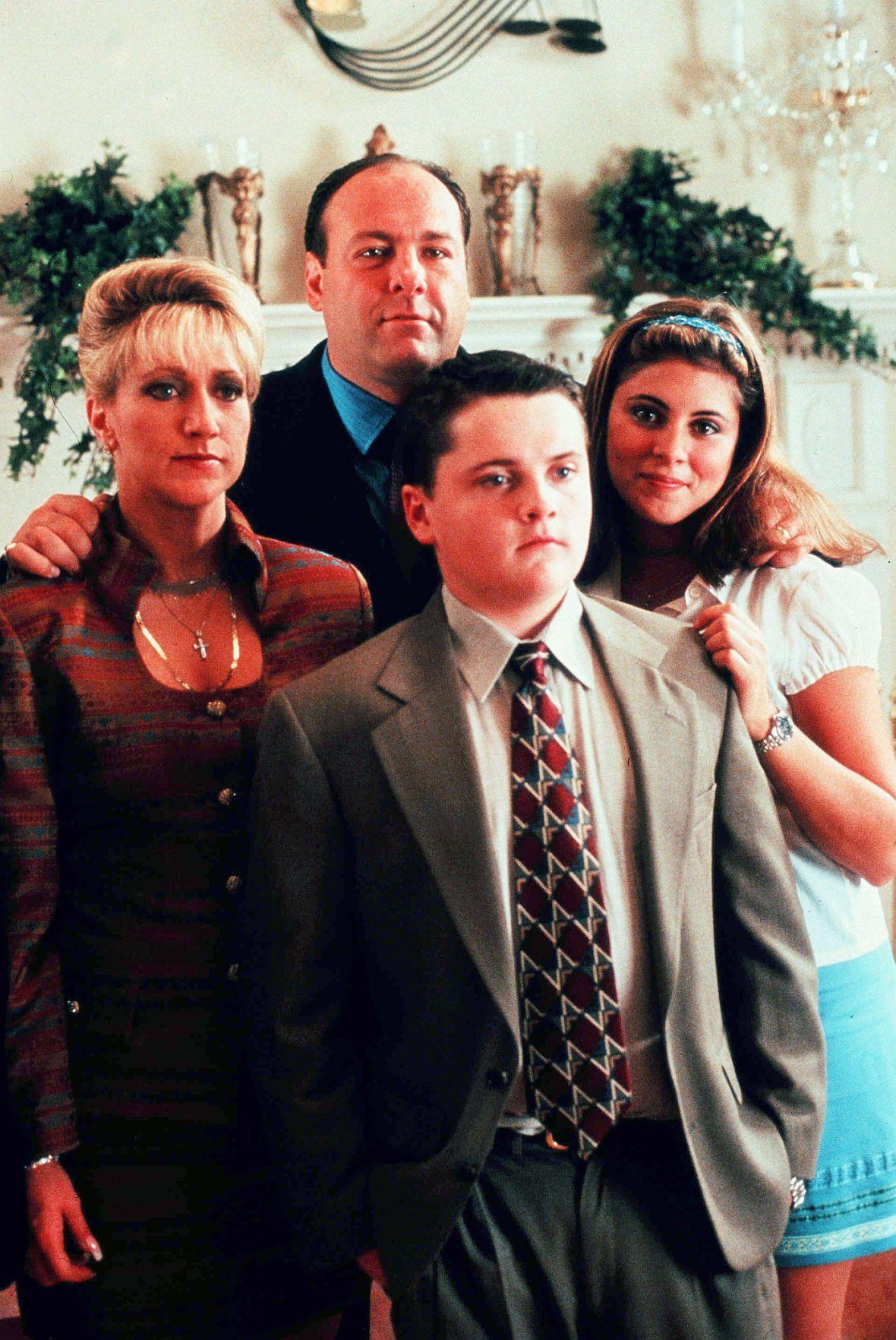 Edie Falco, James Gandolfini, Robert Iler and Jamie-Lynn Sigler in a Promo Image for 'The Sopranos' Season 1 in 1999