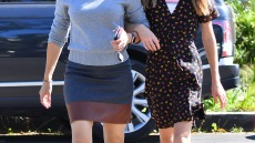 Jennifer Garner and Daughter Violet Walk Arm in Arm While Out During Beautiful Day