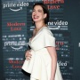 anne-hathaway-babu-bump-red-carpet