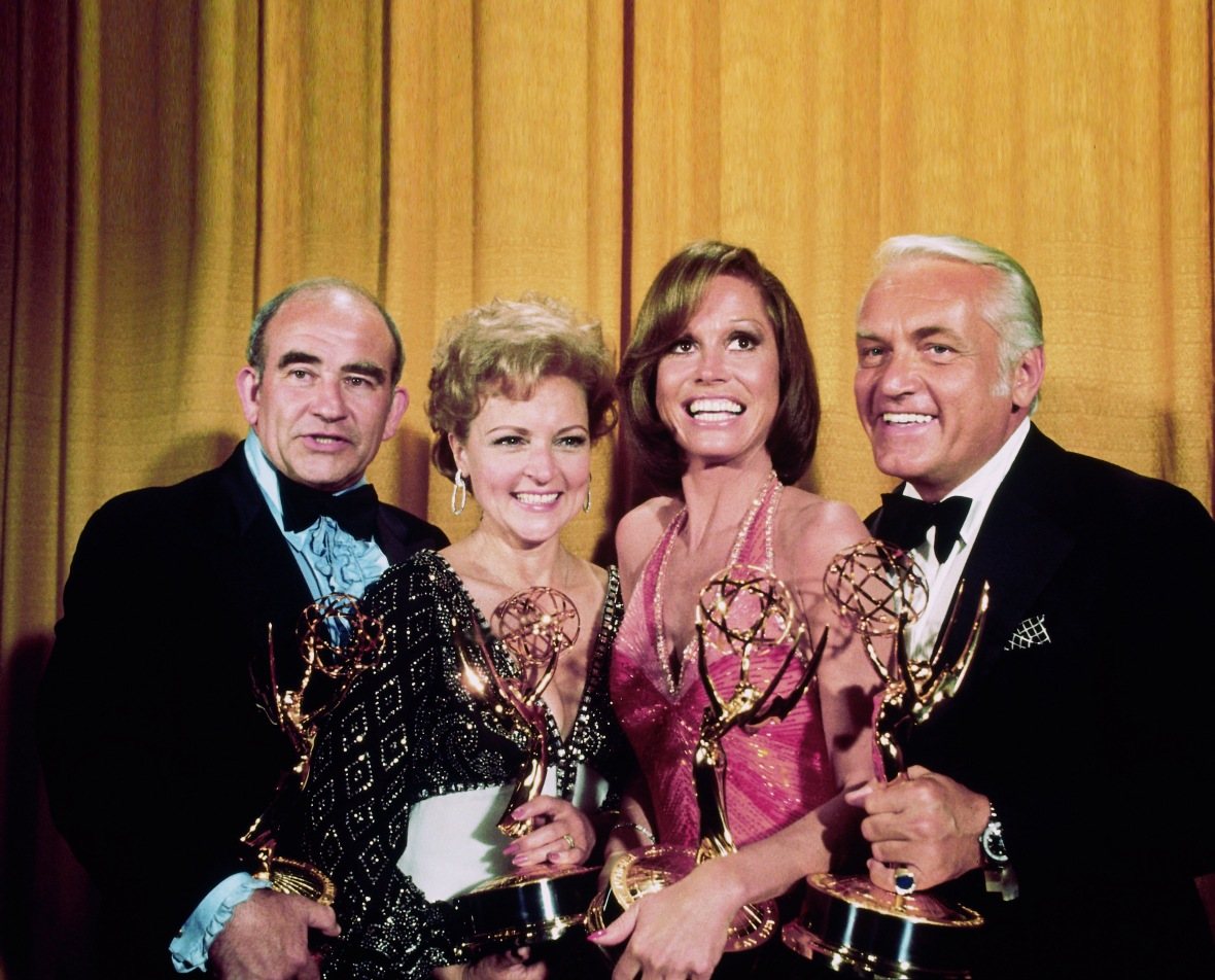Ed Asner at the 1976 Emmy Awards With the 'Mary Tyler Moore Show' Cast