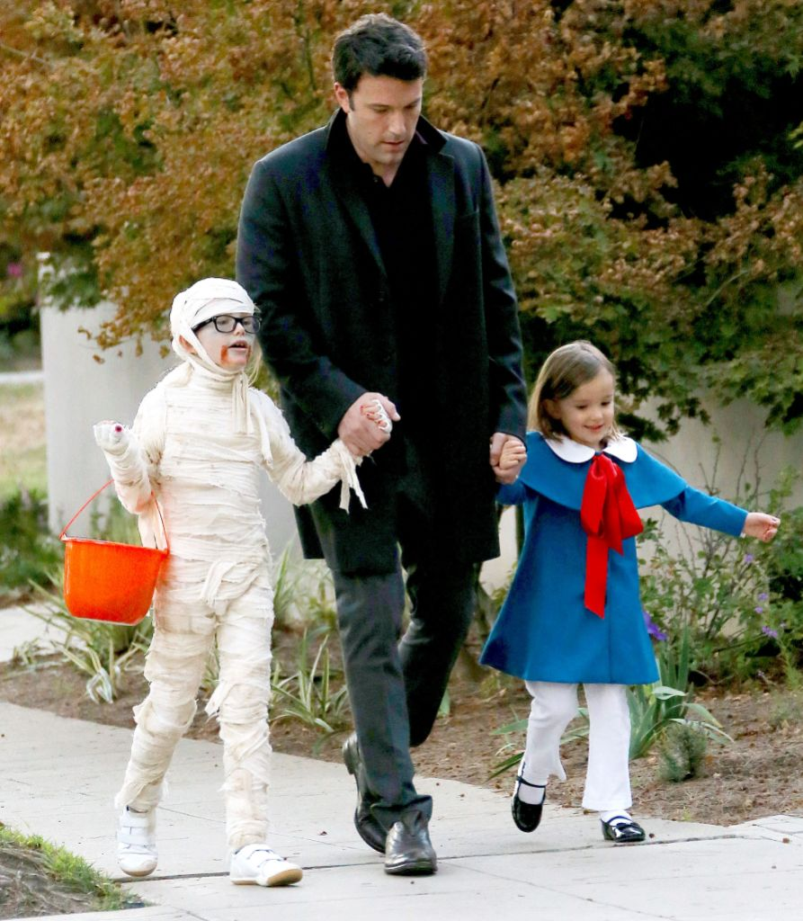 Ben Affleck and Jennifer Garner out and about in Los Angeles, America - 31 Oct 2013