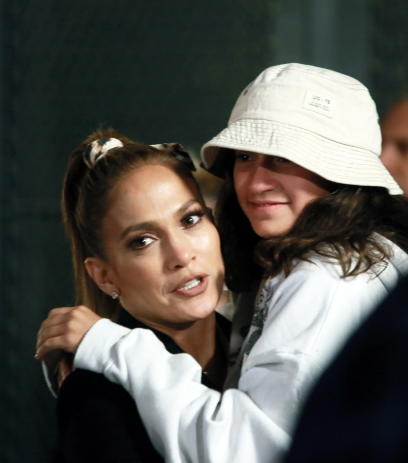 "Jennifer Lopez filming ""Marry Me"" as daughter, Emme drops by to say hi"