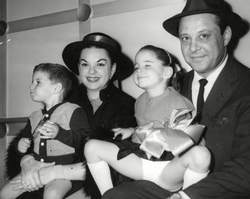 judy-garland-with-kids