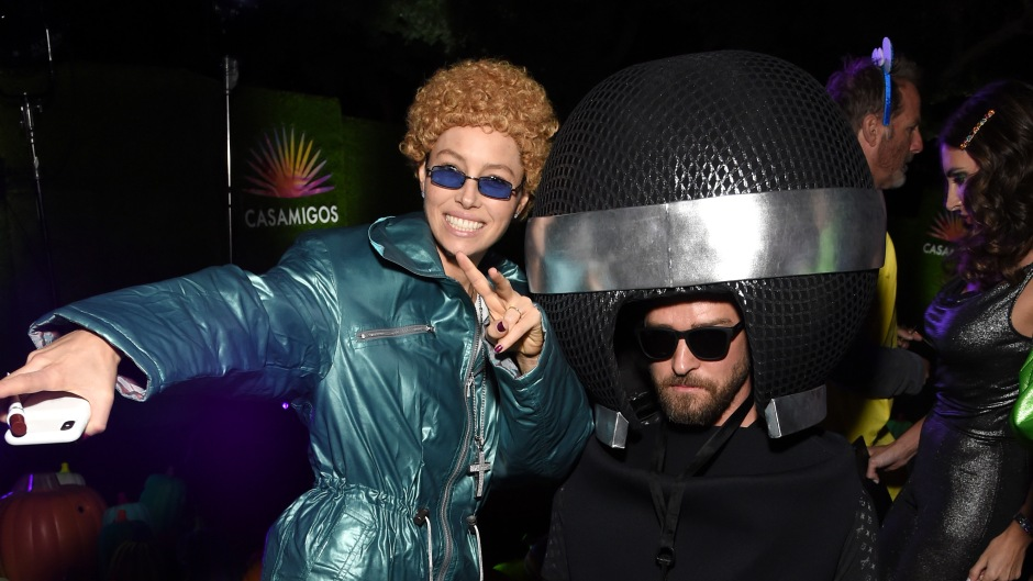 justin timberlake dressed as a micrcophone his wife jessica biel dressed up as himself to a halloween party