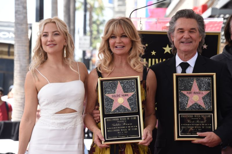 Goldie Hawn and Kurt Russell with Kate Hudson