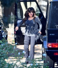 Marie Osmond with knee brace on