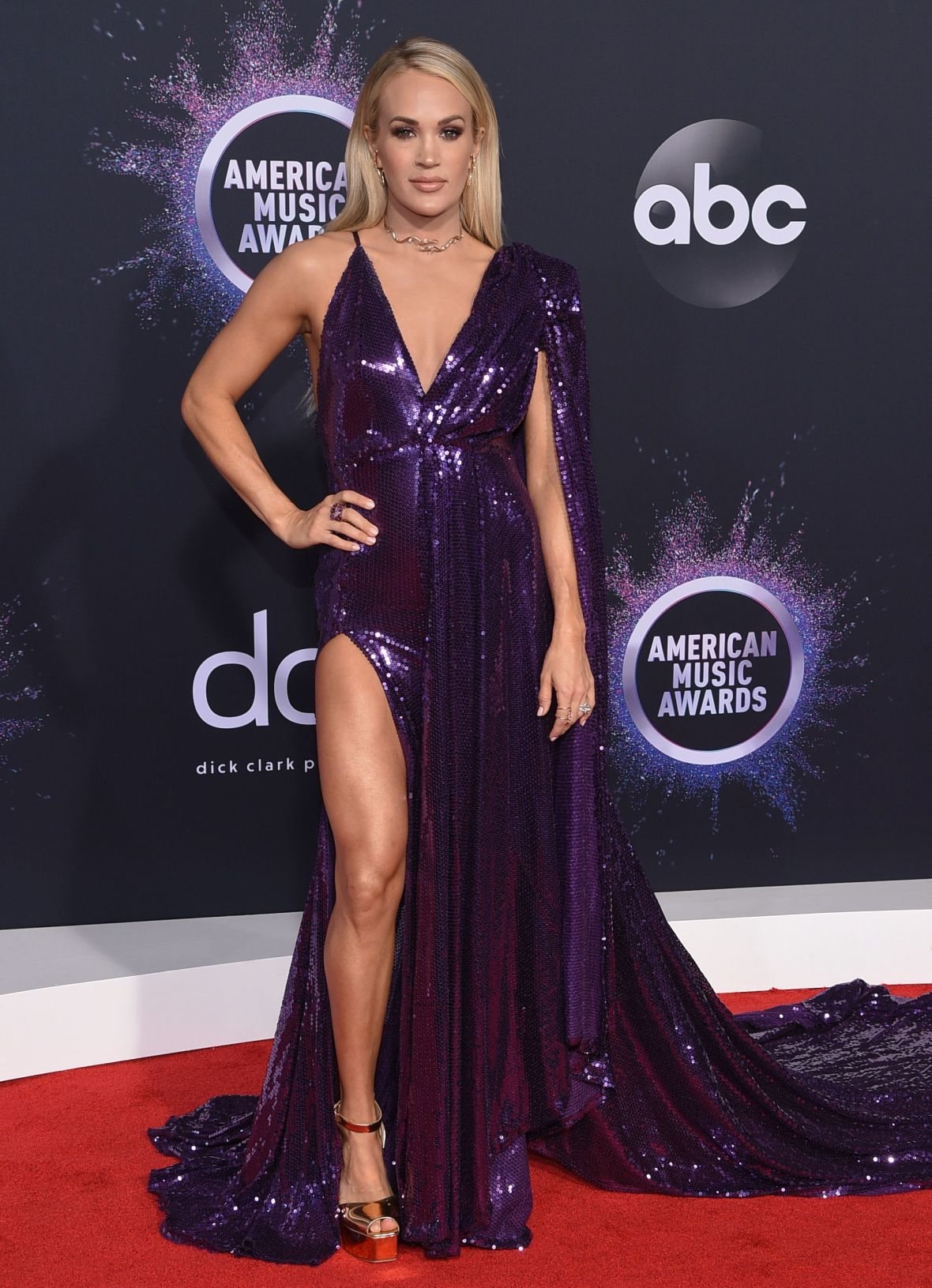 Carrie Underwood in a Purple Dress on the 2019 AMAs Red Carpet