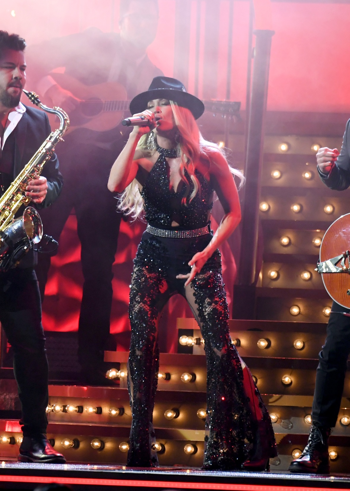 Carrie Underwood Performance at the CMAs 2019