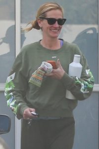 Julia Roberts Smiling While Dressed in Casual Clothes After a Workout