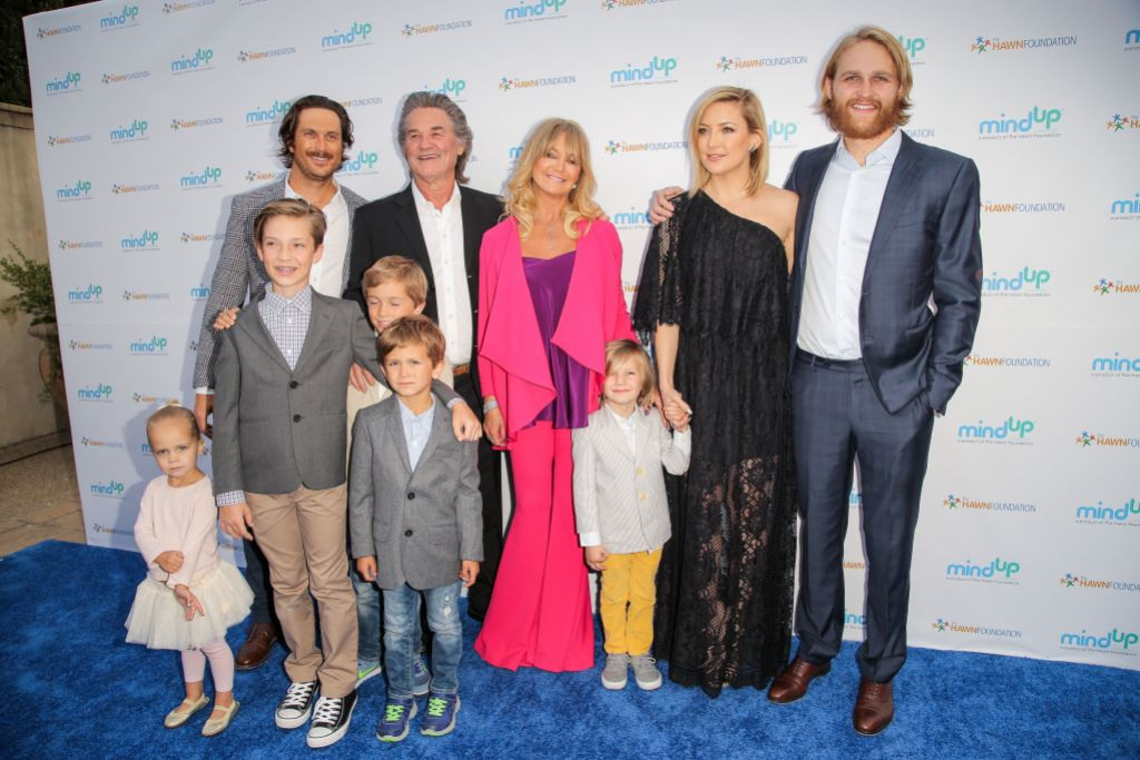 kate-hudson-brother-oliver-hudson-sibling-podcast
