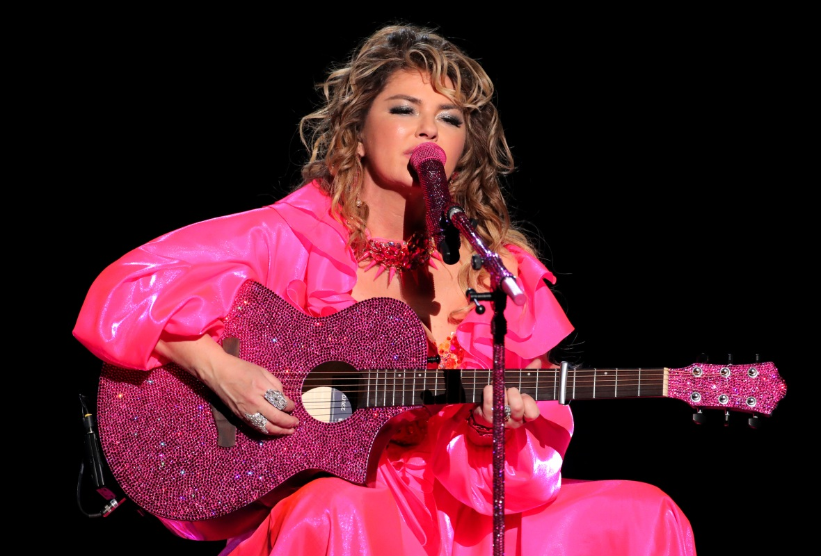 Shania Twain Performs a Medley of Hits at the 2019 AMAs