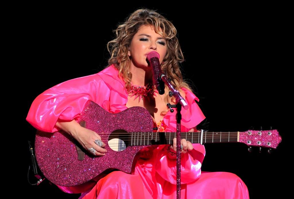 Shania Twain Performs a Medley of Hits at the 2019 AMAs