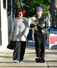 sharon-osbourne-kelly-osbourne-spotted-walking