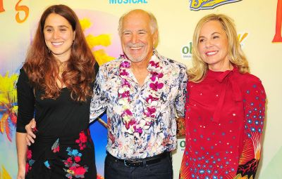 Jimmy Buffett with wife and daughter