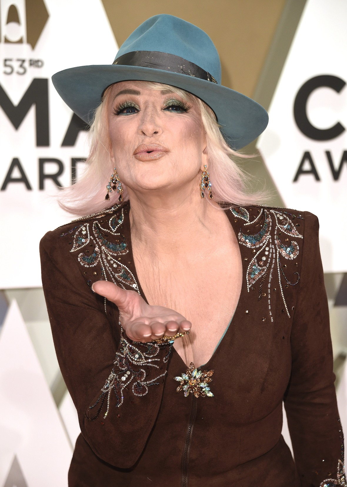 Tanya Tucker Blowing a Kiss at the 2019 CMAs