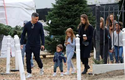 Jessica Alba and Cash Warren go Christmas tree shopping with the family