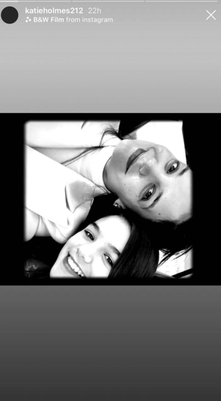 katie-holmes-suri-cruise-selfie