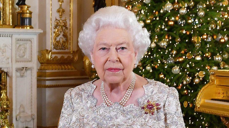 queen-elizabeth-christmas-speech-looks02