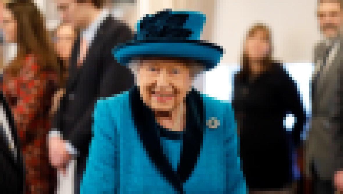 queen-elizabeth-doing-normal-things