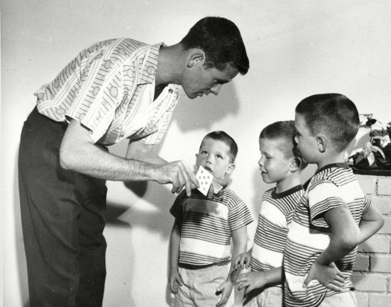 JOHNNY CARSON SONS, ENCINO, USA